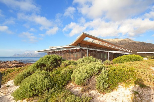 Rooiels Beach House en Afrique du Sud par le studio Elphick Proome Architects